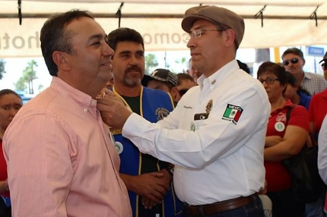 03.- Gobernador del Club de Leones Reconoce  labor social