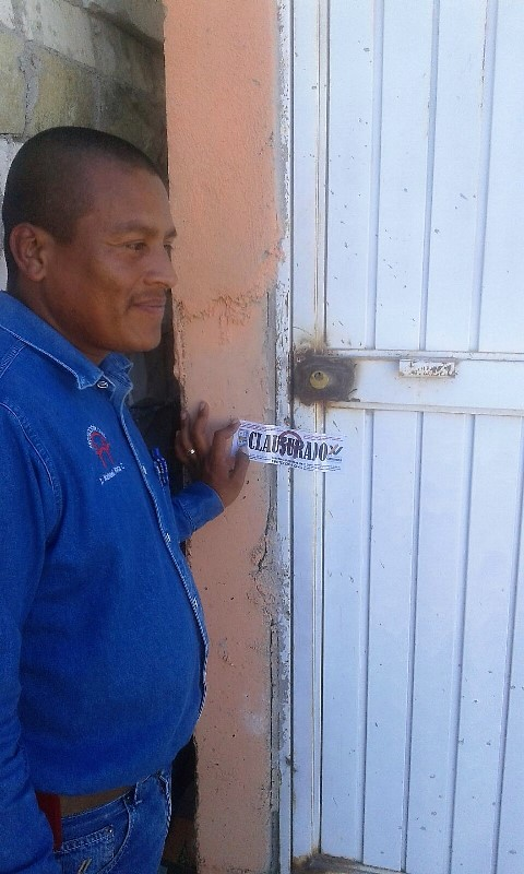 Personal de Proteccion Civil puso sellos de clausuar a Instalaciones  de Funeraria del Mar por una serie de irregularidades detectadas.