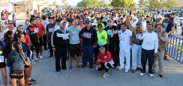 03.-Gobierno Municipal, seguirá promiviendo programas deprotivos, señala alcalde, Francisco Pelayo, al encabezar carrera K5,  en la que participarón mas de 1500 personas.