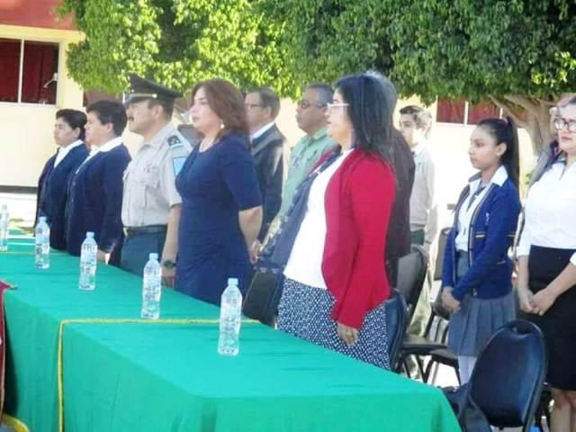 01.- En representación del alcalde Francisco Pelayo la síndico Laura Elena Chacón pone en marcha Semana Académica en Colegio Sor Juna Inés de la Cruz .