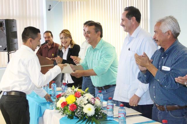02.- Alcalde Francisco Pelayo llevo a cabo entrega de Certificados del estándar de Competencia 0217 a trabajadores de diversas dependencias de Gobierno.