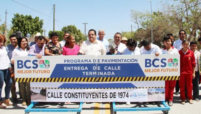 03.- Diversas obras de pavimentación se entregaron por parte del alcalde Francisco Pelayo y el gobernador Carlso Mendoza, en gira de trabajo por omunidades de Comodú.
