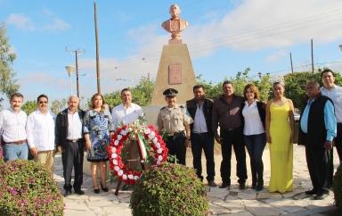 03.- en la comunidad ed Benito Juárez, alcalde Francisco Pelayo encabeza guardia de honor y ofrenda floral en el monumento erigido en honor de Benito Juárez.
