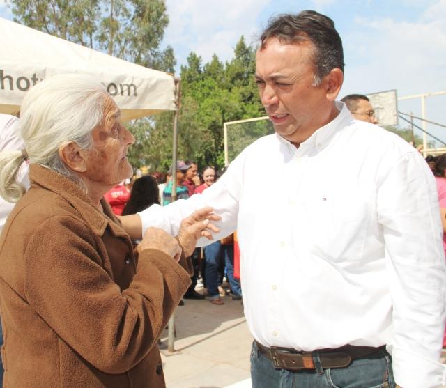 04.-Atención directa y sin intermediarios, realiza alcalde Francisco Pelayo.