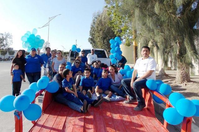 03.-Con un desfile vehicular DIF y comunidad conmemoraron el Dia Internacional del Autismo