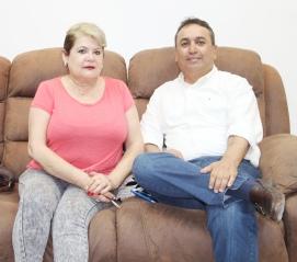 "04.- Alcalde Francisco Pelayo agradece a Asociación ""Puente de Esperanza"", que encabeza Anita Olmedo Díaz todo el apoyo que ha enviado a sectores vulnerables de Comondú."